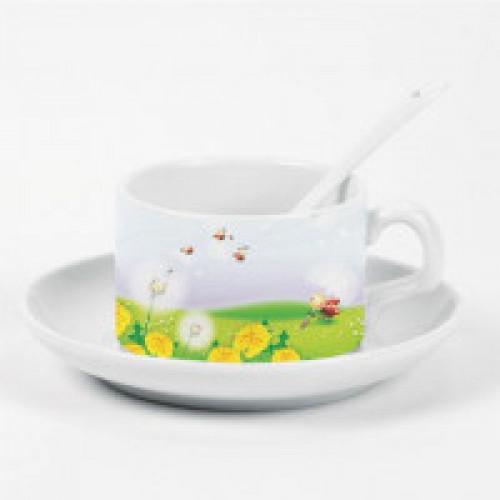 Кофейная чашка с блюдцем и ложкой